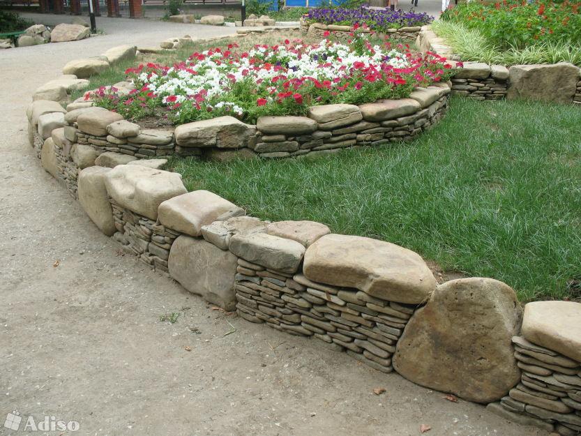 Клумбы из камней своими руками вдоль тропинки